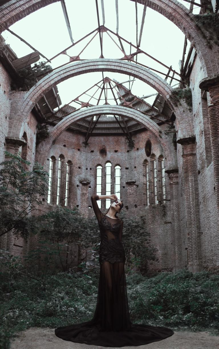 Fotografía gótica en iglesia abandonada de Uruguay